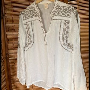 Sundance top. White w/embroidery. SOFT!!